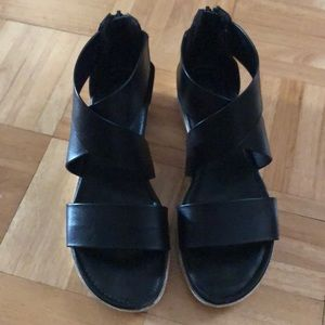 Sofft women's black leather sandals size 9 M